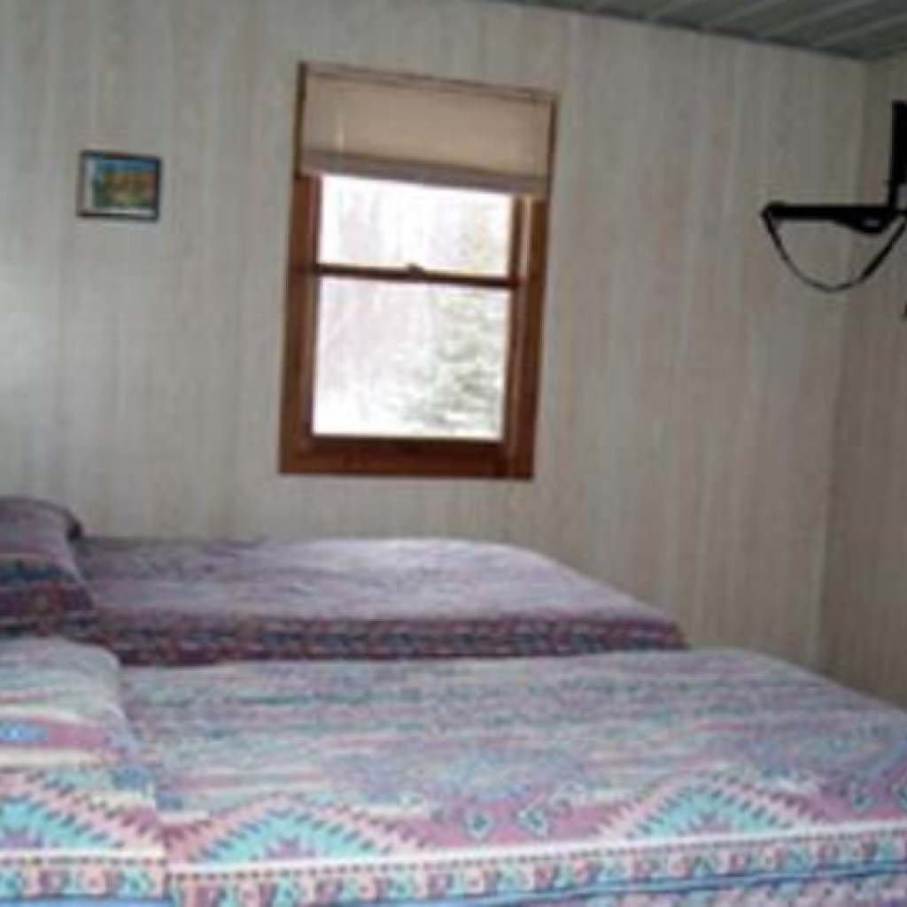 ships-wheel_cabin-bedroom